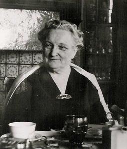 Granny Sei in Breakfast Room